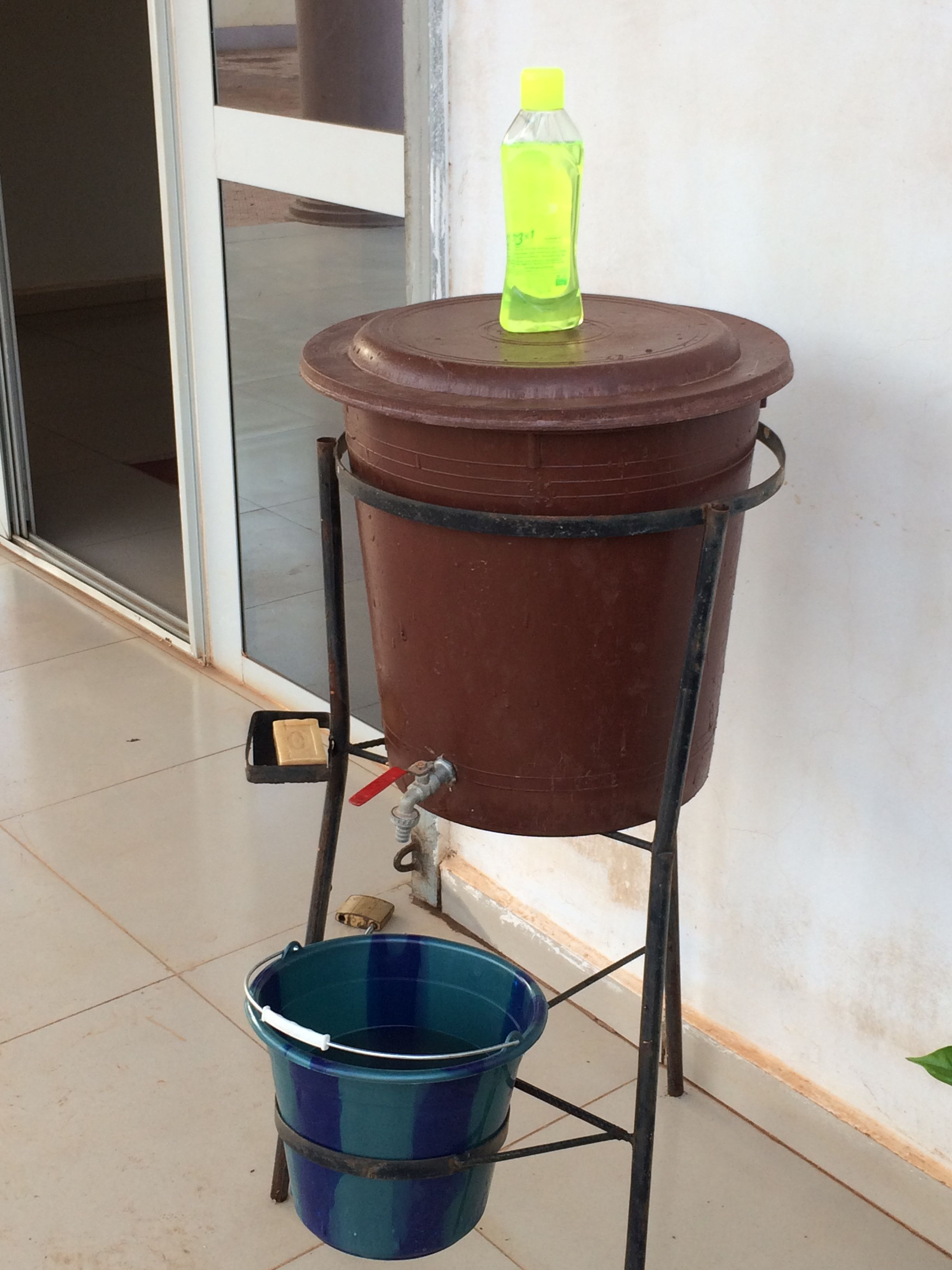 Makeshift but practical hand-washing device